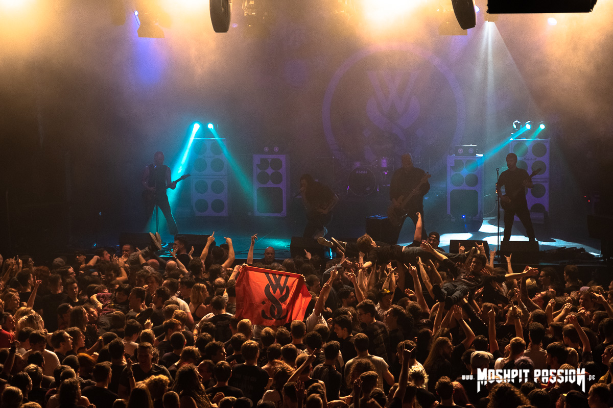 While She Sleeps - Tour in der